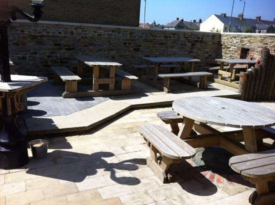 The Travellers Rest: lovely beer garden