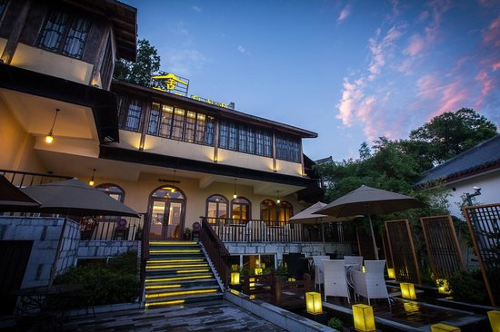 Yeyou Mancao Boutique Guest House: Hotel at dusk