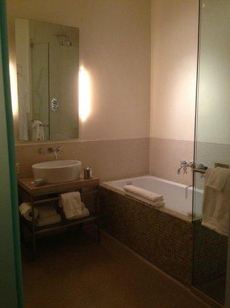 Chambers Hotel: the bathroom - so spacious!