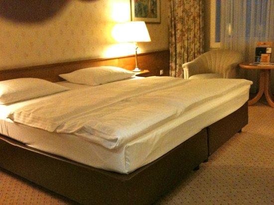 Maritim Hotel Stuttgart: lit trés large ( plus que king size )