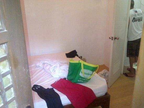 Balai Capiz: Room - sorry the Mess is mine :)
