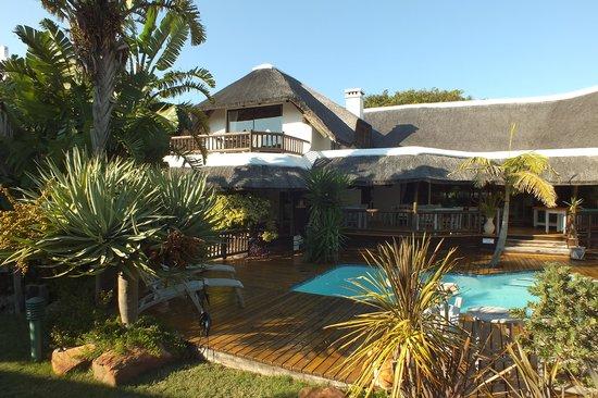 Sandals Guest House: Garten und Pool