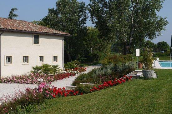 Relais Corte Paradiso: Garden area