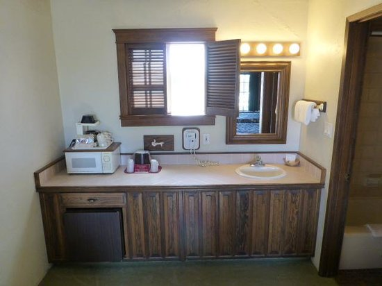 Sequim West Inn & RV Park: Microwave & mini fridge