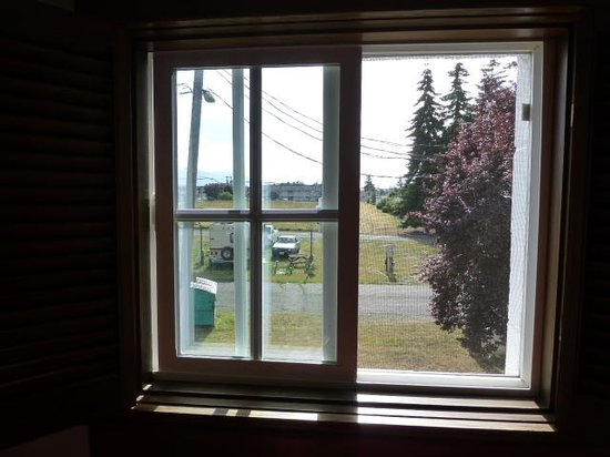 Sequim West Inn & RV Park: Back wall window