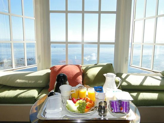 Spindrift Inn : Breakfast facing the window
