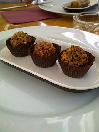 Gaudeix : Bonbons de morcilla aux amandes et à l´aioli