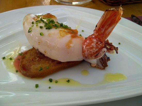 Gaudeix : Calamar fourré à la gambas sur pan con tomate