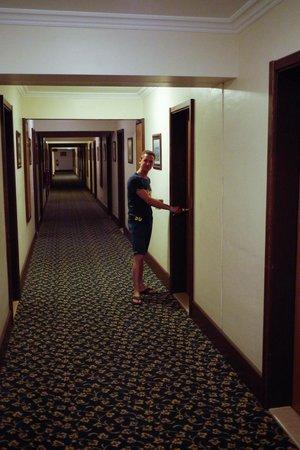 Cactus Club Yali Hotels & Resort: couloir de l'hôtel