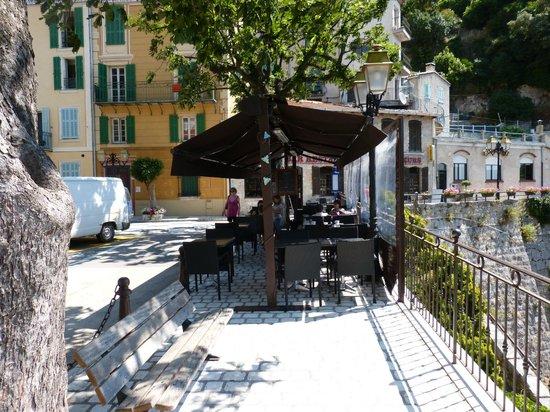 Gilette, Francja: Terrasse devant le restaurant