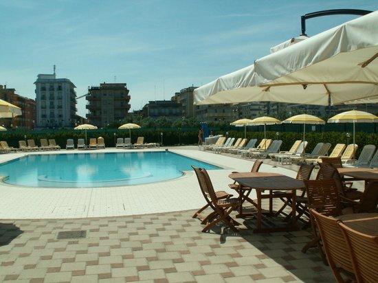 Hotel Sole: La nostra incantevole piscina