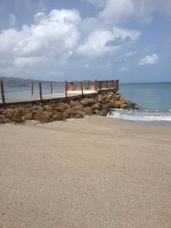 Calabash Cove Resort and Spa: dock on the beach