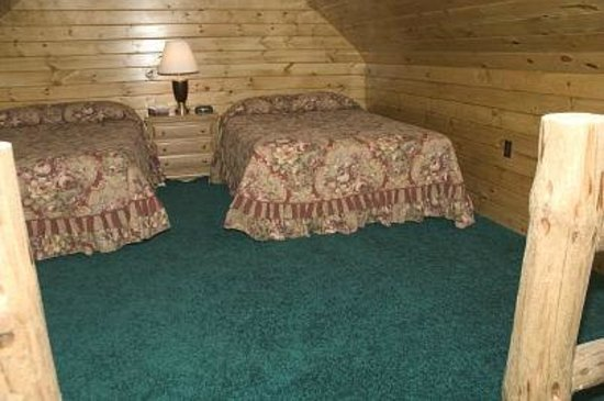 Millstream Inn : Loft in log cabins