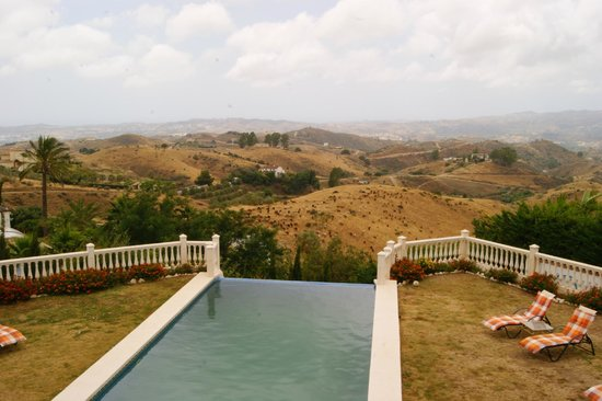Casa Suenos Luxe Bed & Breakfast: Zwembad met uitzicht.