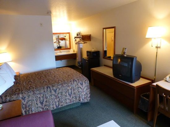 GuestHouse Inn Yakima: Room view