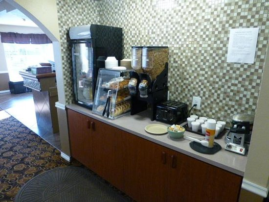 GuestHouse Inn Yakima : Breakfast area