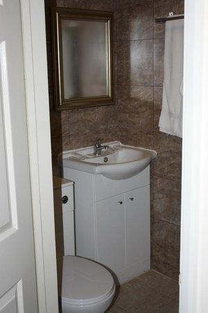 Luton Hotel Residence: salle de bain