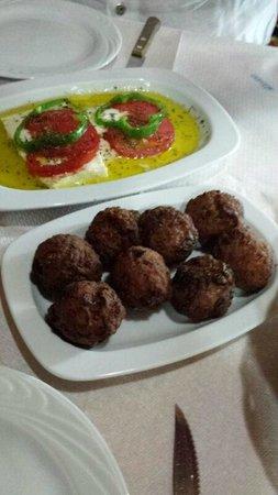 Agarathos : Feta al forno e polpette