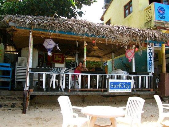 SurfCity Guesthouse : Le bar on the beach