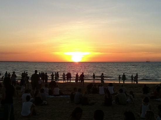 Mindil Beach: sunset time