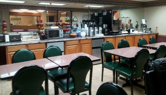Baymont Inn & Suites Plano: Enjoy Free Continental Breakfast