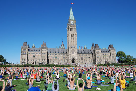 ‪أوتاوا, كندا: Parliament Hill Yoga‬