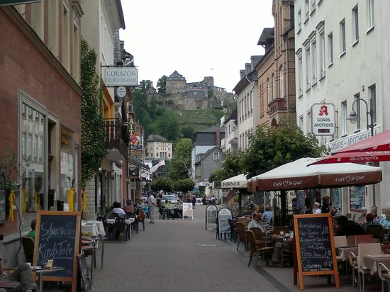 Rhein Hotel Zur Loreley: street on which hotel is facing