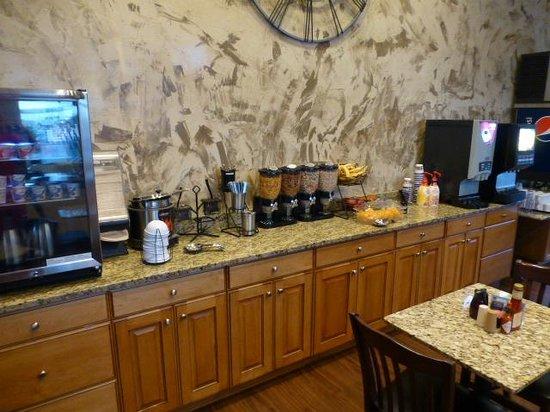 BEST WESTERN Dinosaur Inn : Breakfast bar