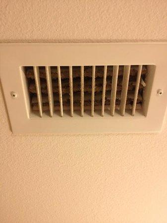 Hilton Garden Inn Corpus Christi: bathroom exhaust