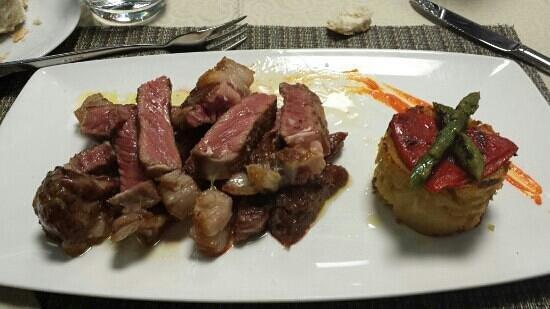 Restaurante Succo : Entrecot de ternera con trigueros y patatas al horno