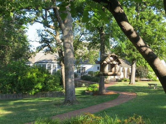 Big Cedar Lodge: Beautiful grounds