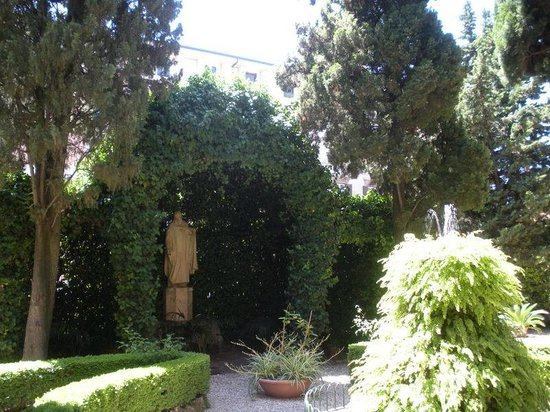 Istituto San Giuseppe di Cluny: Le jardin sur la terrasse au 2e