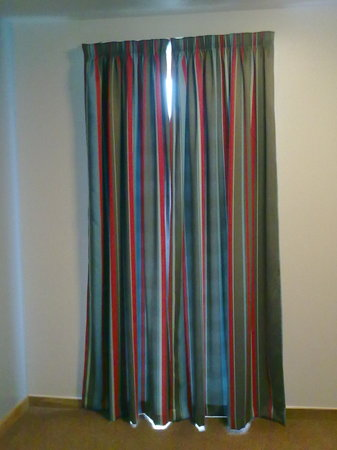 Floor Length Curtains - Picture of Travelodge Peterborough Central ...