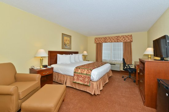 BEST WESTERN Lawrenceburg Inn: Enjoy a King room with work desk. Stay connected while you're on the go with our High Speed Wire