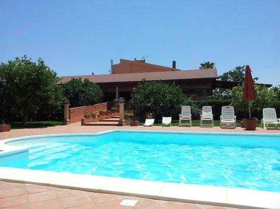 Limoneto: piscine et restaurant