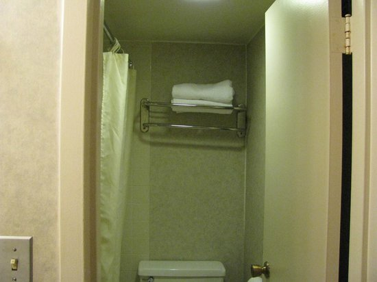 A Victory Inn & Suites: Crooked bathroom towel rack