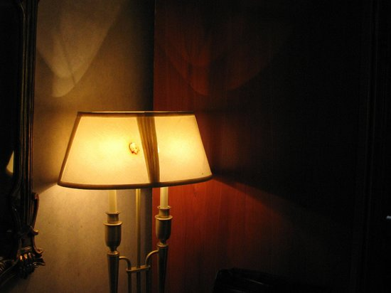 A Victory Inn & Suites : Burn hole in lamp shade