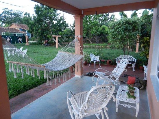 Casa Papo y Niulvys: Outside area