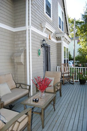 Ascendence Harbourside Mansion Bed & Breakfast Halifax: Front Deck