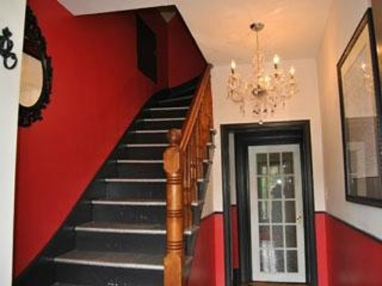 Ascendence Harbourside Mansion Bed & Breakfast Halifax: Entrance