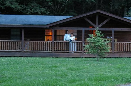 Baskins Creek Condos & Vacation Rentals: Front view of cabin
