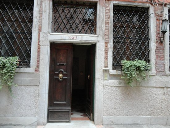 Bed and Breakfast Corte Campana: Corte Campana Entrance