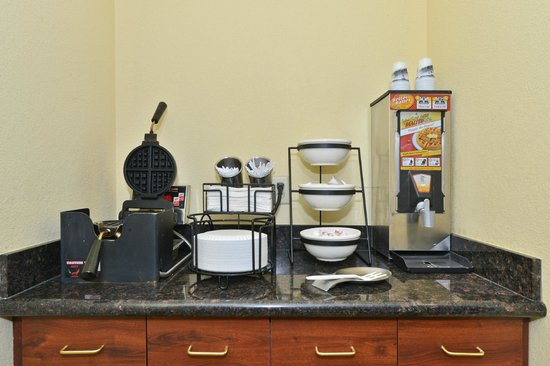 Best Western Lawrenceburg Inn : Join us for breakfast 6-10am each morning with Hot Waffles!