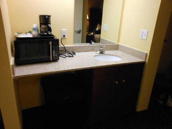 Best Western Milton Inn : add'l sink with microwave