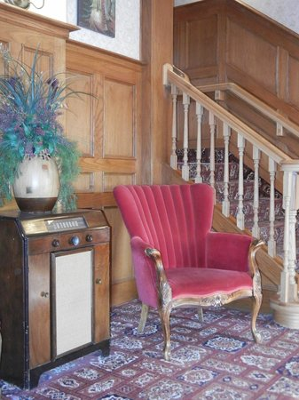 James Bay Inn Hotel, Suites & Cottage: Comfortable corners to relax.