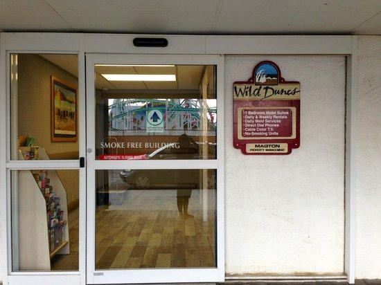 Wild Dunes Inn: Entrance - need key card to enter.