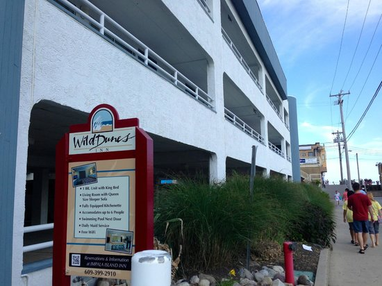 Wild Dunes Inn: View of hotel front - ramp to boardwalk on right side of picture.