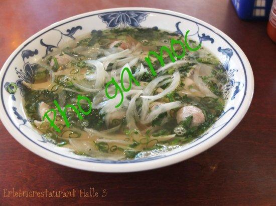 Dong Xuan Center: Vietnamesisches Restaurant Halle 3 Bandnudelsuppe