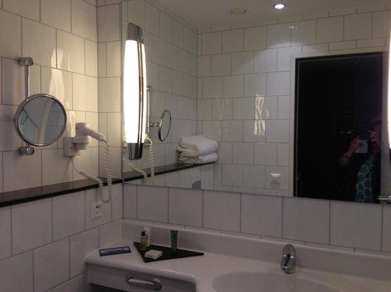 Hilton Zurich Airport: toilet