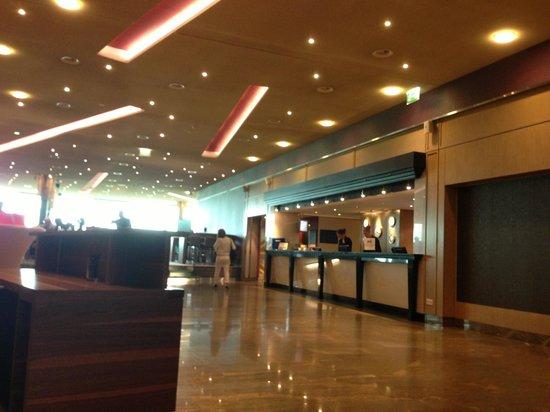 Hilton Zurich Airport: lobby